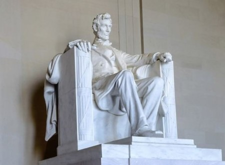 the statue of Lincoln.jpg
